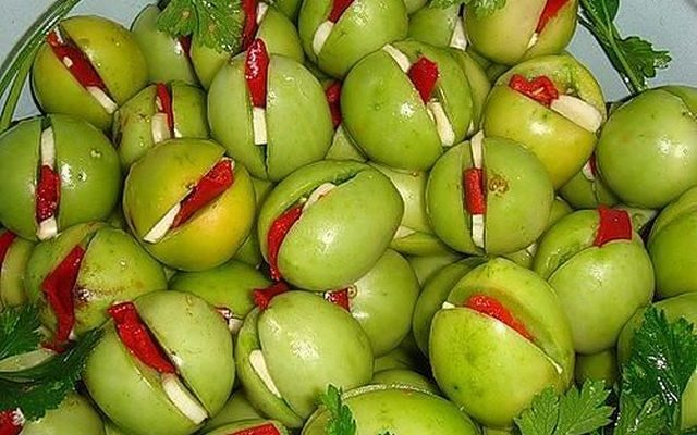 marinovannye zelenye pomidory prekrasnyj delikates na zimu
